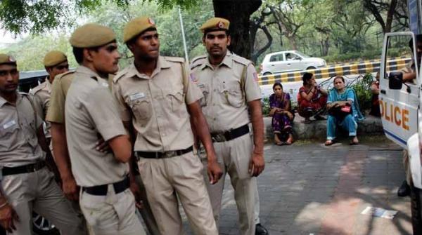 بھارت: قومی ترانے کے احترام میں کھڑے نہ ہونے پر 3 کشمیری طلبا گرفتار