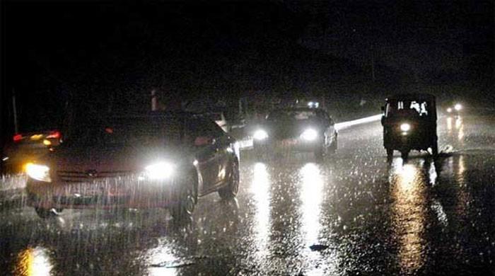 کراچی میں گرج چمک کیساتھ بارش،ہلاکتوں کی تعداد7ہو گئی