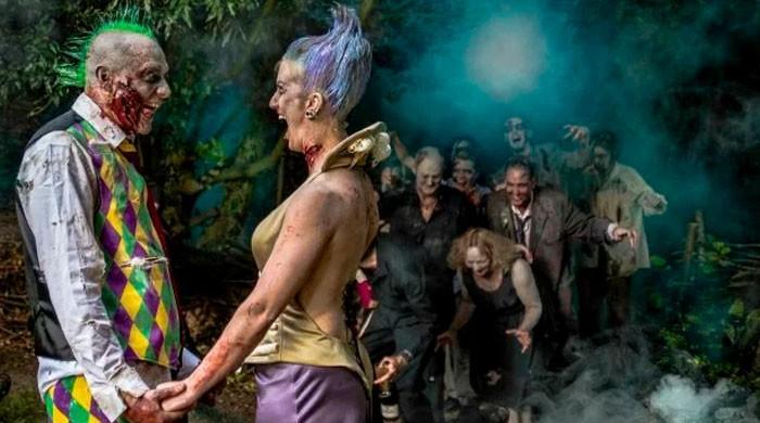 برطانیہ میں انوکھی شادی کی تقریب: دلہا دلہن سمیت سب بھوت بن گئے