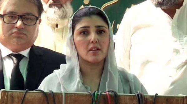 'عمران نیازی کا تختہ الٹ گیا' عائشہ گلالئی کا پارٹی میں دھڑا بنانے کا اعلان