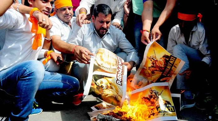 'پدماوتی' کی ریلیز سے قبل فلم کیخلاف مظاہرے، پوسٹرز جلا دیے گئے