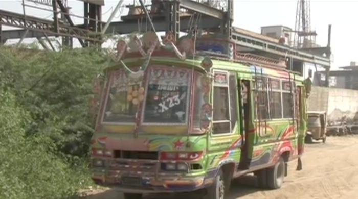 کراچی میں بس کنڈکٹر نے مسافر کی جان لے لی