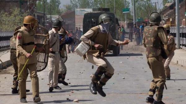 مقبوضہ کشمیر: خواتین کی چٹیا کاٹنے کے شبے میں بھارتی فوجیوں کی پٹائی