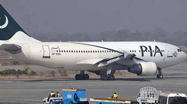 ٹورنٹو میں پی آئی اے کے طیارے سے ری فیول گاڑی ٹکرا گئی