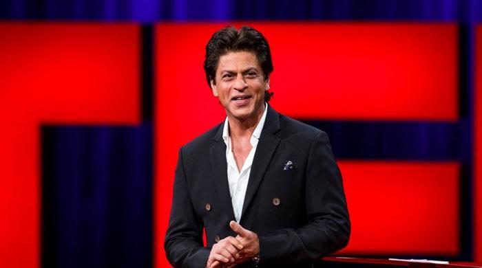 شاہ رخ کی کینسر میں مبتلا خاتون مداح کا وعدہ پورہ کرنے کی ویڈیو وائرل