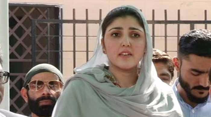 عائشہ گلالئی کو نااہل کرنے کا عمران خان کا ریفرنس مسترد