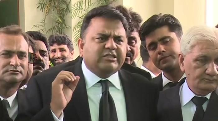 عائشہ گلالئی کو رکن اسمبلی برقرار رکھنے کا فیصلہ چیلنج کریں گے، فواد چوہدری