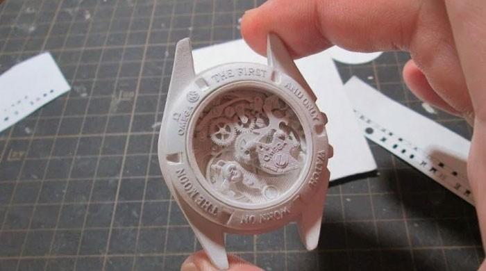 کاغذ کی مدد سے ہوبہو گھڑیاں تیار کرنے کا ماہر جاپانی فنکار