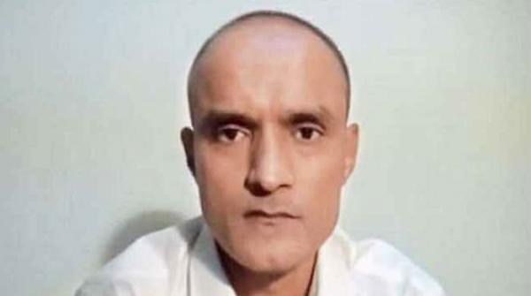 بھارت کا کلبھوشن کی اہلیہ کو اکیلے پاکستان بھیجنے سے انکار