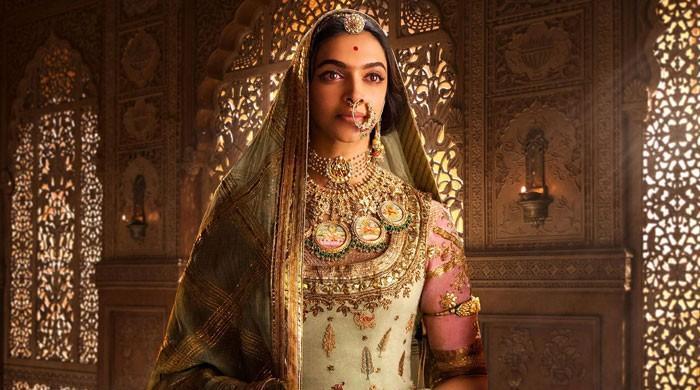 پدماوتی تنازع، سنجے لیلا بھنسالی کا فلم میڈیا کو دکھانا مہنگا پڑ گیا