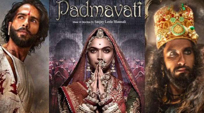 انتہا پسند کامیاب؛ دپیکا کی فلم 'پدماوتی' کی نمائش ملتوی