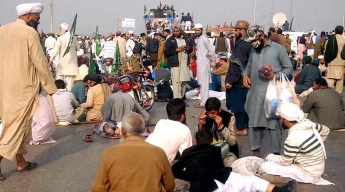 حکومت کی تمام کوششیں بے سود، اسلام آباد میں دھرنا 17ویں روز بھی جاری