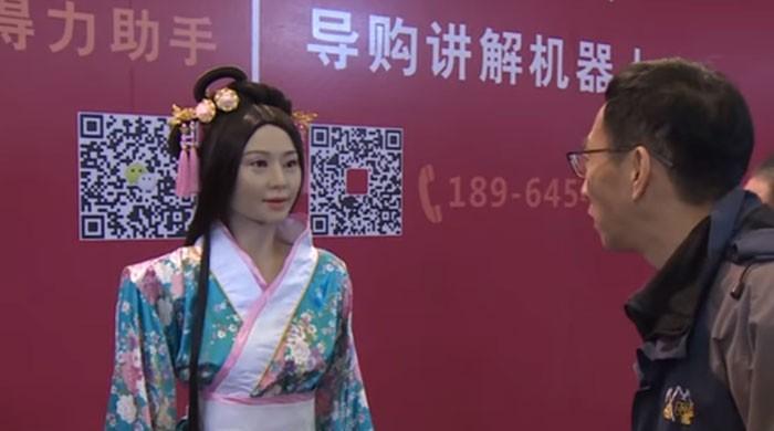 چین میں ماڈل جیسی گائیڈ روبوٹ متعارف کرا دی گئی