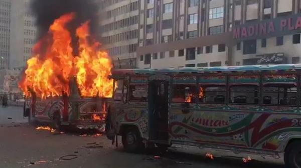 کراچی: ایم اے جناح روڈ پر بس کی موٹرسائیکل کو ٹکر، بچی جاں بحق