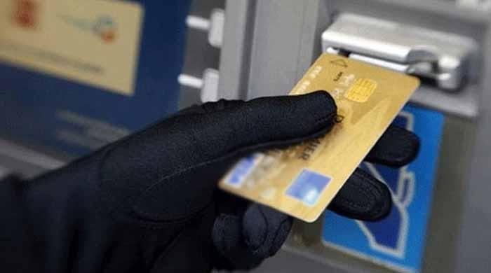اے ٹی ایم فراڈ: اسٹیٹ بینک کا اے ٹی ایم کارڈ میں تبدیلی کا فیصلہ