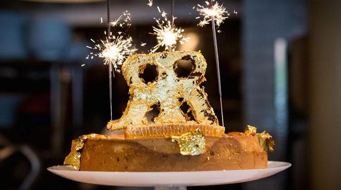 سونے کے ورق میں لپٹا دنیا کا مہنگا ترین کیک