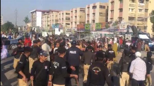 کراچی: کاشتکاروں کا بوٹ بیسن پر احتجاج، پولیس کا لاٹھی چارج