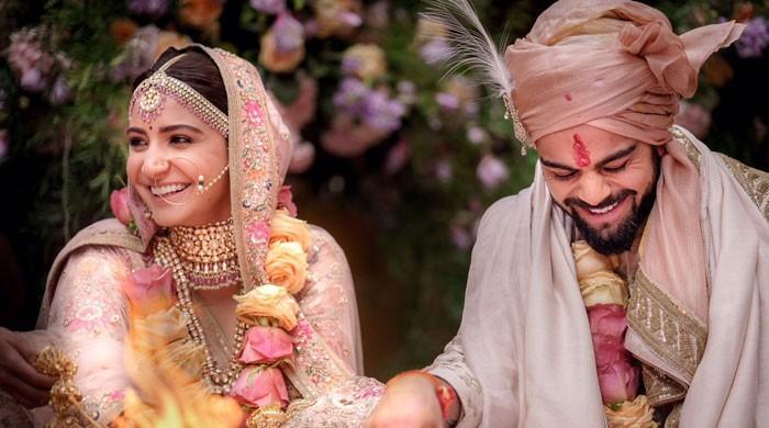 ویرات کوہلی اور انوشکا شادی کے بندھن میں بندھ گئے