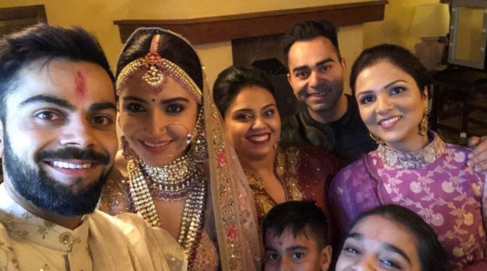 ویرات اور انوشکا کو 'شادی مبارکباد' کا تانتا بندھ گیا