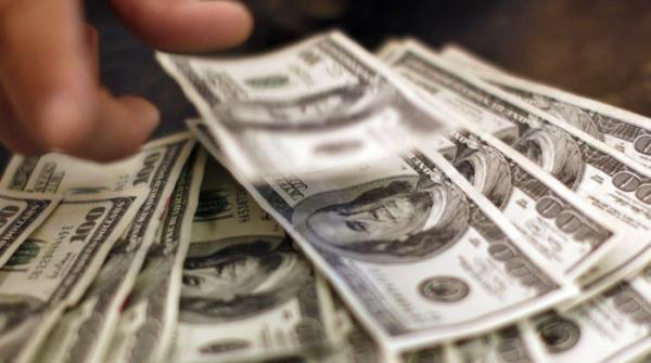 ڈالر کی اونچی اڑان، 4 سال کی بلند ترین سطح پر پہنچ گیا