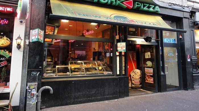 نیویارک میں خاتون نے پیزا کے ساتھ 'ساس' کم ملنے پر پولیس طلب کرلی