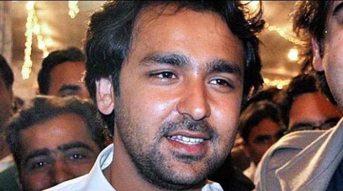 تحریک انصاف کا موسیٰ گیلانی پر محافظوں کے ذریعے عمران خان کے قافلے پر فائرنگ کا الزام