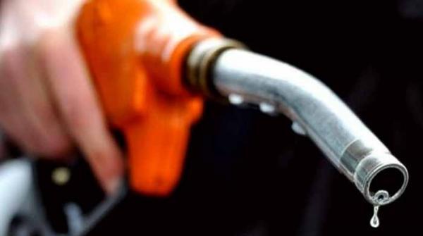 آئندہ ماہ کیلئے پیٹرول کی قیمت میں 7 روپے فی لیٹر اضافے کا خدشہ