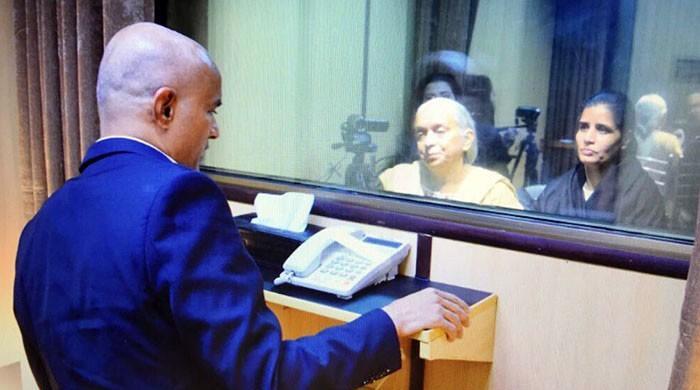 بھارتی جاسوس کلبھوشن یادیو کی اپنی اہلیہ اور والدہ سے ملاقات