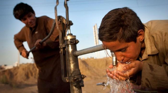 پاکستان میں دو تہائی سے زائد گھرانے آلودہ پانی پینے پر مجبور