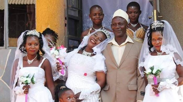 یوگانڈا میں ایک شخص نے خرچہ بچانے کیلئے ایک ساتھ 3 شادیاں کرلیں