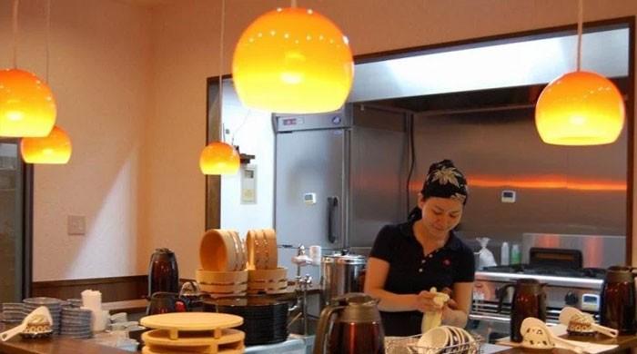جاپان میں نادار افراد کو کام کے عوض کھانا دینے والا ہوٹل