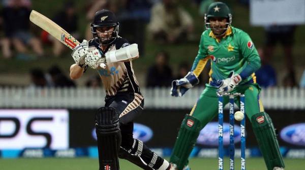 چوتھا ون ڈے:پاکستان کے263 رنز ہدف کے تعاقب میں نیوزی لینڈ کی بیٹنگ جاری