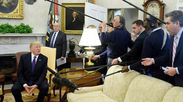 امیگریشن سے متعلق سوال کرنے پر ٹرمپ نے صحافی کو باہر نکال دیا