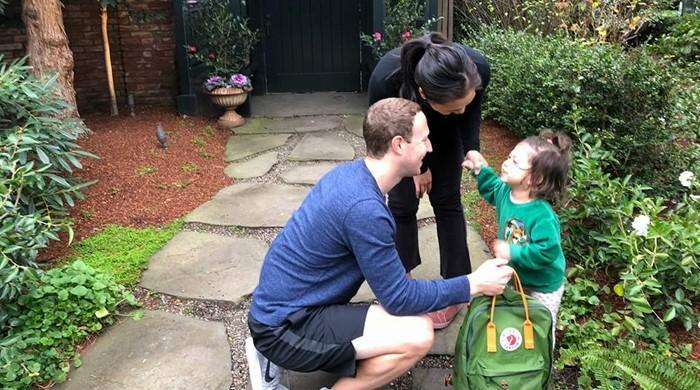 فیس بک کے بانی مارک زکربرگ کی بیٹی کو اسکول بھیجنے کی تصویر وائرل