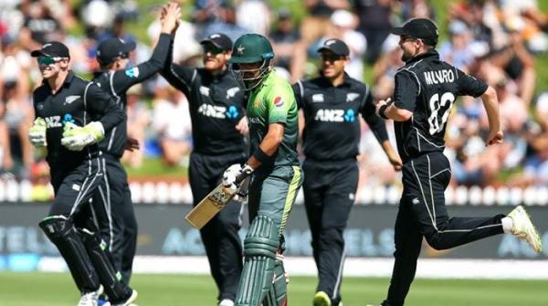 نیوزی لینڈ کے 272 رنز ہدف کے تعاقب میں پاکستان کی بیٹنگ جاری