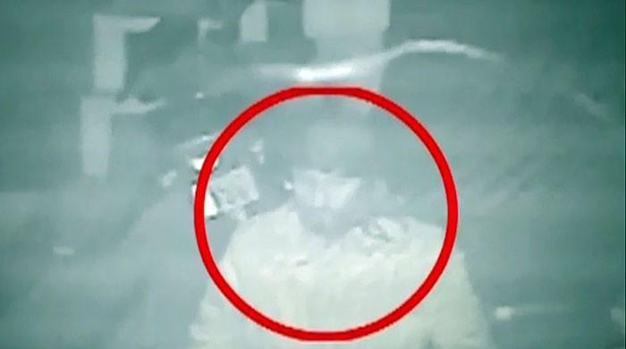 زینب قتل کیس: ملزم کی ایک اور سی سی ٹی وی وڈیو سامنے آگئی