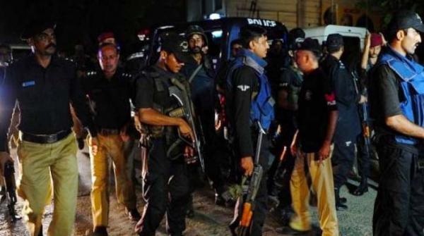 کراچی: شارع فیصل پر مبینہ پولیس مقابلہ، ایک ملزم ہلاک اور 4 زخمی