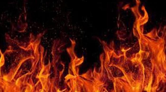 قصور:معمولی جھگڑے پر شوہر نے بیوی کو اس کے باپ کے سامنے آگ لگادی