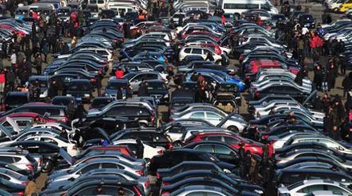 مشیر خزانہ کی استعمال شدہ کاروں کی درآمد دوبارہ کھولنے کی حمایت