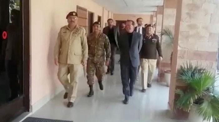 جرمن سفیر کا سی ایم ایچ سیالکوٹ کا دورہ، بھارتی فائرنگ سے زخمی ہونیوالوں کی عیادت کی
