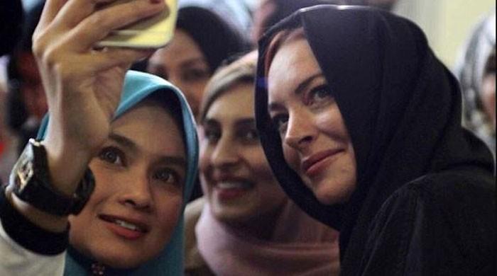 لندن :حجاب فیشن ویک میں ہالی وڈ اداکارہ لنڈسے لوہن کی خصوصی شرکت