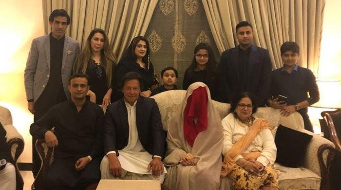شادی کا وزارت عظمیٰ سے کوئی تعلق نہیں: عمران خان
