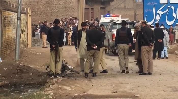 پشاور دھماکے میں ڈپٹی ڈائریکٹر پی ڈی ایم اے سمیت 3 افراد زخمی