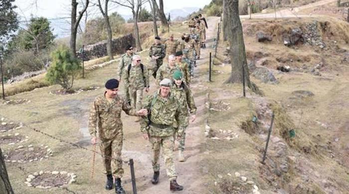 امریکی اتاشی سمیت 6 غیر ملکی دفاعی اتاشیوں کا ایل او سی کا دورہ