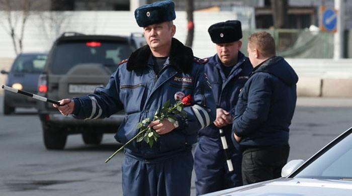 عالمی یوم خواتین پر روسی پولیس کا خواتین کیلئے دلچسپ تحفہ