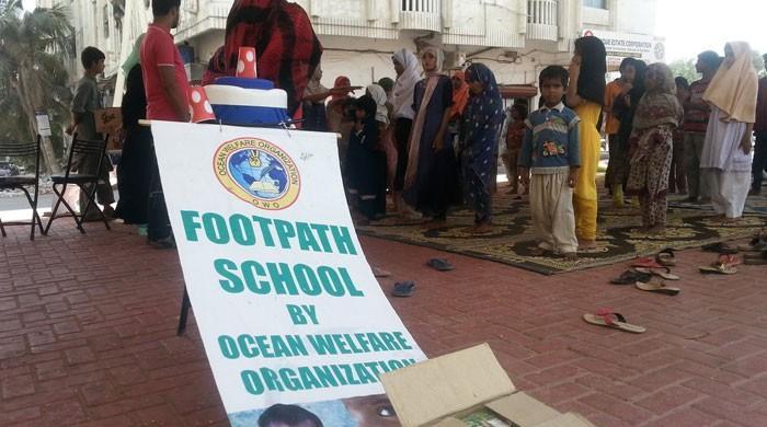 چیف جسٹس کا کراچی کے فٹ پاتھ اسکول کو مناسب جگہ فراہم کرنے کا حکم