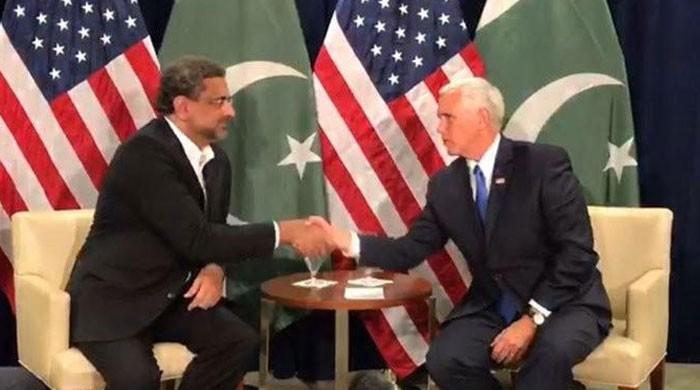 وزیراعظم شاہد خاقان عباسی کی امریکی نائب صدر مائیک پینس سے ملاقات