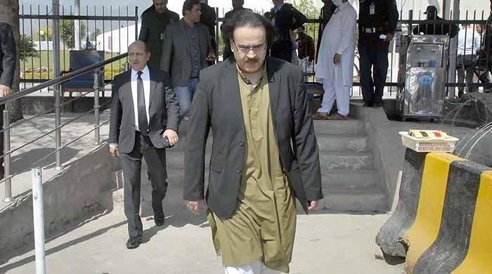 سپریم کورٹ نے اینکر شاہد مسعود کے پروگرام پر 3 ماہ کیلئے پابندی عائد کردی