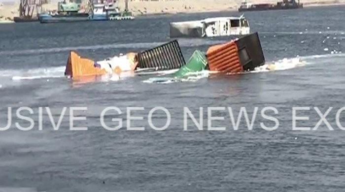 کراچی: سمندر میں گرنے والے کنٹینرز کی تلاش کیلیے زیرآب آپریشن جاری