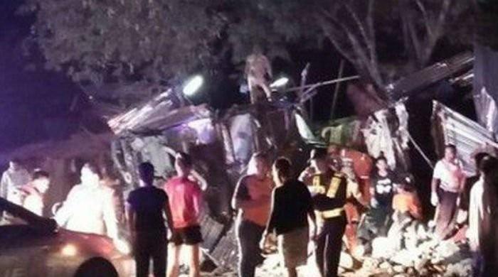تھائی لینڈ: مسافر بس درخت سے جا ٹکرائی، 17 افراد ہلاک